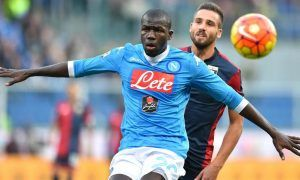 Napoli's defender Kalidou Koulibaly (L) and Genoa's forward Leonardo Pavoletti during the Italian Serie A soccer match Genoa Cfc vs Ssc Napoli at Luigi Ferraris Stadium in Genoa, Italy, 1 November 2015 ANSA/SIMONE ARVEDA