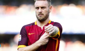 "Foto LaPresse - Spada 22 agosto 2015 Verona ( Italia) Sport Calcio Hellas Verona - As Roma Campionato di Calcio Serie A TIM 2015 2016 - Stadio "" Bentegodi "" Nella foto: de rossi  Photo LaPresse - Spada 22 August 2015 Verona ( Italy) Sport Soccer Hellas Verona - As Roma Italian Football Championship League A TIM 2015 2016 - "" Bentegodi "" Stadium  In the pic:  de rossi"