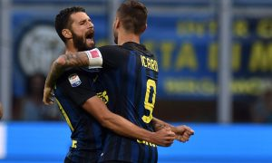 MILAN, ITALY - AUGUST 28:  Mauro Icardi (R) of Internazionale celebrates with Antonio Candreva after scoring the equalizing goal during the Seria A match between FC Internazionale and US Citta di Palermo at Stadio Giuseppe Meazza on August 28, 2016 in Milan, Italy.  (Photo by Tullio M. Puglia/Getty Images)