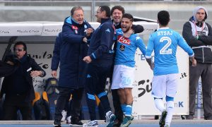 Napoli's Lorenzo Insigne (2R) jubilates with his teammates and coach Maurizio Sarri (2L) after scoring the goal during the Italian Serie A soccer match Hellas Verona FC vs SSC Napoli in Verona, Italy, 22 November 2015. ANSA/FILIPPO VENEZIA