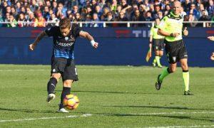 Atalanta's Alejandro Dario Gomez scores the 3-0 goal during the Italian Serie A soccer match Atalanta vs Genoa at Stadio Atleti Azzurri d'Italia in Bergamo, Italy, 30 October 2016.  ANSA/PAOLO MAGNI