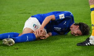 Italy's midfielder Riccardo Montolivo reacts after an injury during the WC 2018 football qualification match between Italy and Spain on October 6, 2016 at the Juventus stadium in Turin / AFP / GIUSEPPE CACACE        (Photo credit should read GIUSEPPE CACACE/AFP/Getty Images)