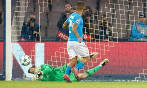 Napoli's midfielder from Italy Lorenzo Insigne misses a penalty against Besiktas' goalkeeper from Spain Fabricio (L) during the UEFA Champions League football match SSC Napoli vs Besiktas on October 19, 2016 at the San Paolo stadium in Naples.  / AFP / Carlo Hermann        (Photo credit should read CARLO HERMANN/AFP/Getty Images)