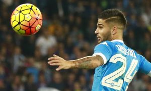 Napoli's Italian forward Lorenzo Insigne eyes the ball during the Italian Serie A football match SSC Napoli vs Udinese Calcio on November 8, 2015 at the San Paolo stadium in Naples. AFP PHOTO / CARLO HERMANN / AFP / CARLO HERMANN