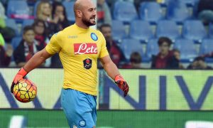 "Foto LaPresse - Valerio Andreani 01/11/2015 Città Genova ( Italia) Sport Calcio Genoa vs Napoli Campionato di Calcio Serie A TIM 2015 2016 - Stadio ""Luigi Ferraris"" Nella foto: pepe reina  Photo LaPresse - Valerio Andreani 01 November 2015 Città Genova ( Italy) Sport Soccer Genoa vs Napoli Italian Football Championship League A TIM 2015 2016 - ""Luigi Ferraris"" Stadium  In the pic: pepe reina"