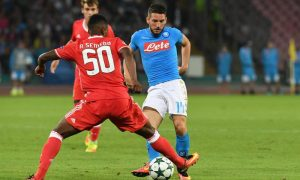 Napoli's Dries Mertens (R) and Benfica's Nelson Semedo in action during the UEFA Champions League group B soccer match SSC Napoli vs SL Benfica at San Paolo stadium in Naples, Italy, 28 September 2016. ANSA/CIRO FUSCO