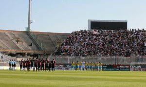 CAGLIARI, ITALY - OCTOBER 23:  Players stand for a minute's silence in honour of  Marco Simoncelli during the Serie A match between Cagliari Calcio and SSC Napoli at Stadio Sant'Elia on October 23, 2011 in Cagliari, Italy.  (Photo by Enrico Locci/Getty Images)
