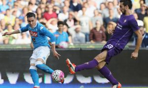 NAPLES, ITALY - OCTOBER 18:  Josè Maria Callejon (L) of Napoli competes for the ball with Davide Astori of Fiorentina during the Serie A match between SSC Napoli and ACF Fiorentina at Stadio San Paolo on October 18, 2015 in Naples, Italy.  (Photo by Maurizio Lagana/Getty Images)