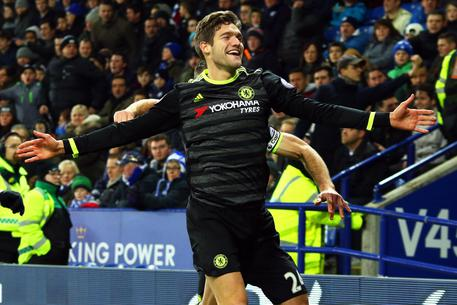 epa05717437 Chelsea's Marcos Alonso celebrates after scoring the 2-0 lead during the English Premier League soccer match between Leicester City and Chelsea FC in Leicester, Britain, 14 January 2017.  EPA/TIM KEETON EDITORIAL USE ONLY. No use with unauthorized audio, video, data, fixture lists, club/league logos or 'live' services. Online in-match use limited to 75 images, no video emulation. No use in betting, games or single club/league/player publications.