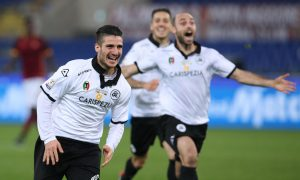 Spezia's Gennaro Acampora (L) jubilates after scoring the winning goal on penalty kicks during the Italian Cup soccer match AS Roma vs Spezia Calcio  at Olimpico stadium in Rome, Italy, 16 December 2015.  ANSA/ALESSANDRO DI MEO
