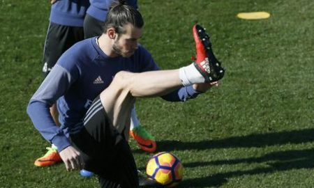 epa05799163 Real Madrid's Welsh midfielder Gareth Bale takes part in a training session at Valdebebas sport facilities in Madrid, Spain, 17 February 2017. Real Madrid will face Espanyol in a Spanish Primera Division league soccer match on 18 February  EPA/MARISCAL