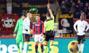 "Referee Daniele Doveri shows the red card to Milan's Gabriel Paletta, left, during the italian Serie A soccer match Bologna Fc vs Ac Milan at ""Dall'Ara"" stadium in Bologna, Italy, 8 February 2017. ANSA/GIORGIO BENVENUTI"