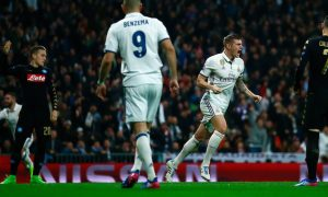 MADRID, SPAIN - FEBRUARY 15:  Toni Kroos of Real Madrid (2R) celebrates as he scores their second goal during the UEFA Champions League Round of 16 first leg match between Real Madrid CF and SSC Napoli at Estadio Santiago Bernabeu on February 15, 2017 in Madrid, Spain.  (Photo by Gonzalo Arroyo Moreno/Getty Images)