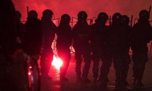 Tafferugli tra tifosi e forze dell'ordine all'esterno dello stadio Olimpico in occasione del derby tra Roma e Lazio, Roma, 11 gennaio 2015. ANSA/ANGELO CARCONI