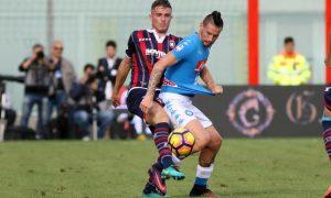 Napoli's Marek Hamsik (R) in action during  the Italian Serie A soccer match FC Crotone vs SSC Napoli at Ezio Scida stadium in Crotone, Italy, 23 October 2016.  ANSA/ALBANO ANGILLETTA