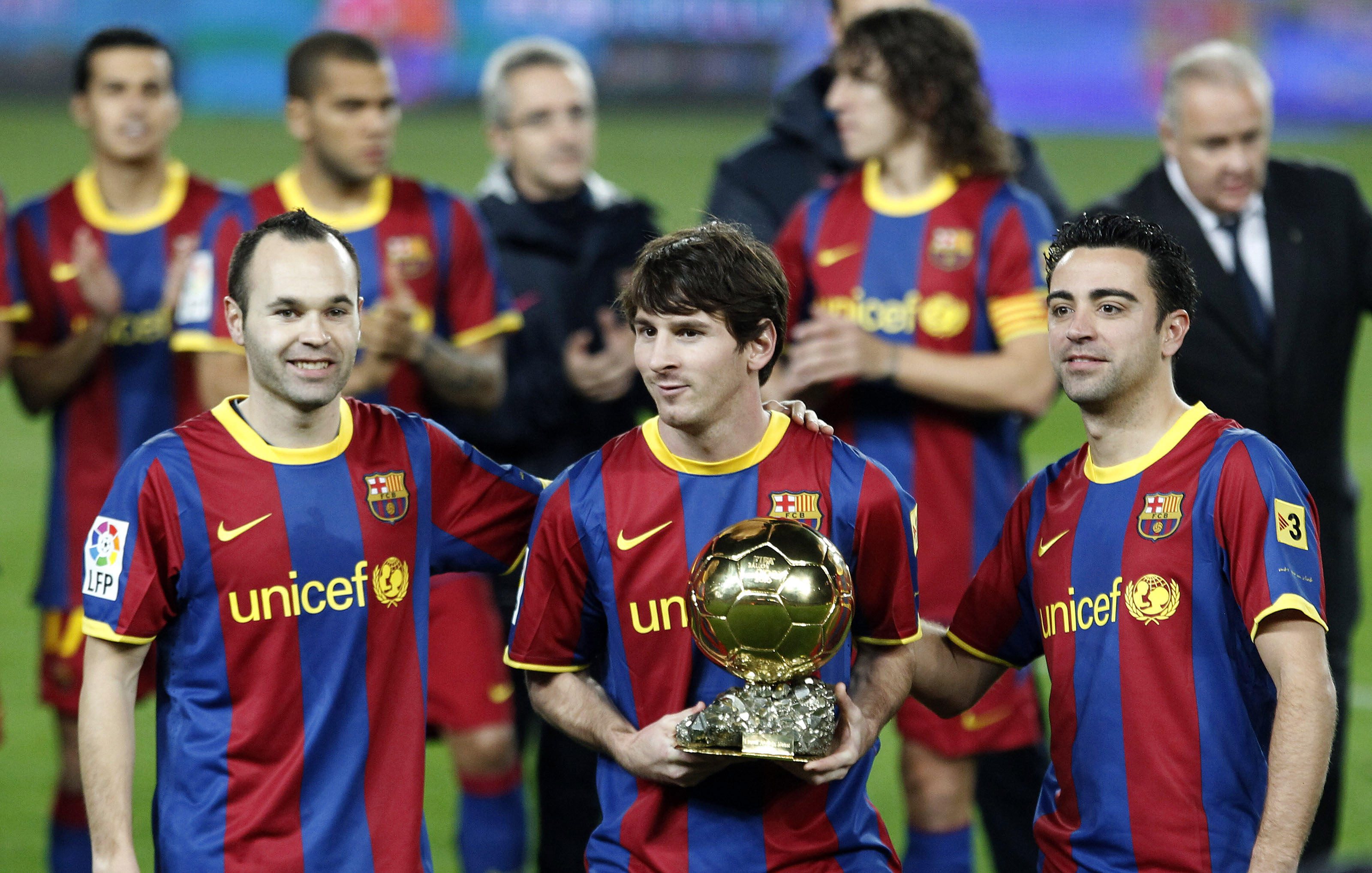 Barcelona's Lionel Messi poses with his Ballon d'Or trophy,  the World Player of the Year award, next to his teammates Andres Iniesta (L) and Xavi Hernandez before their Spanish King's Cup soccer match against Real Betis at Nou Camp stadium in Barcelona January 12, 2011. REUTERS/Gustau Nacarino(SPAIN - Tags: SPORT SOCCER)